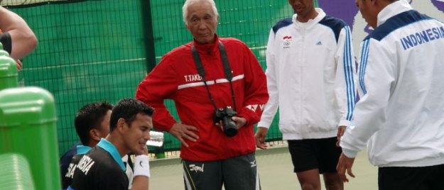 団体中国戦でのインドネシア。3番までもつれ惜敗。ここ勝てば銅メダル獲得だった。3年前の東南アジア競技大会(シーゲームズ)で7冠を獲得した同国はデ杯選手をズラッとそろえ、東南アジア史上最強は間違いない。