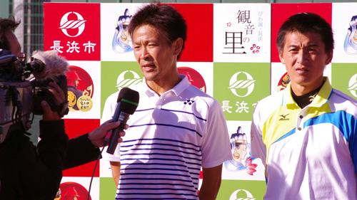 長浜で開催された天皇杯でNHKのインタヴューをうける篠原秀典・小林幸司