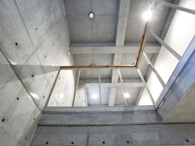 TSTJ HOUSEの吹抜部分1Fから|SOHO東京