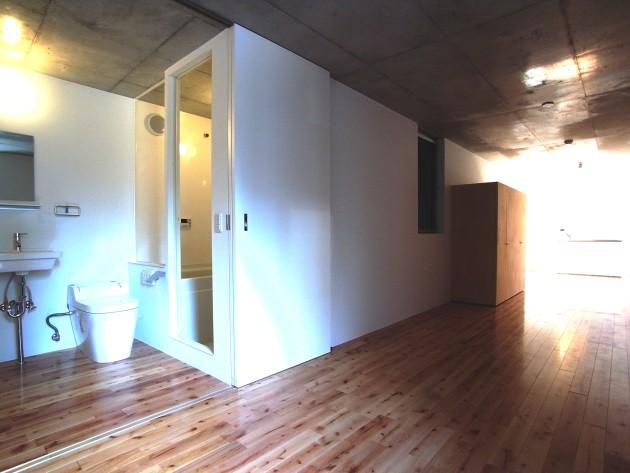 BROOK HOUSE E号室トイレと部屋|SOHO東京