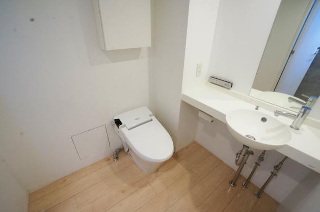 moderiabrut_omotesando-102-bathroom-01-sohotokyo