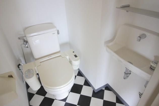 Barbizon12-toilet-01-sohotokyo