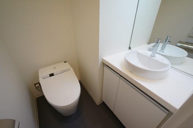 navishibuya-3F-toilet-01-sohotokyo