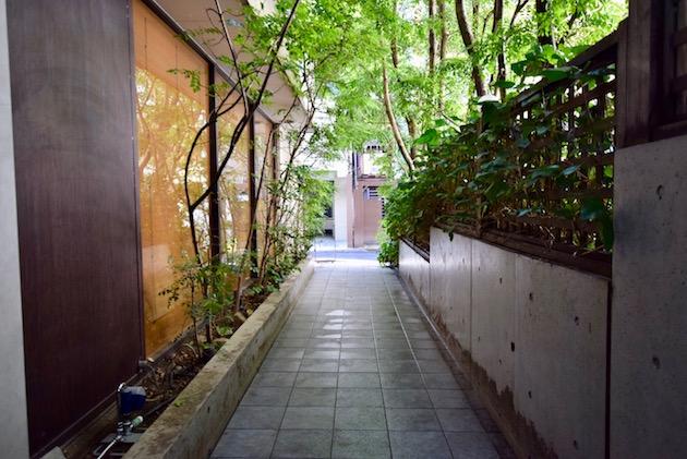 unimat hideaway_minamiaoyama-entrance (10)