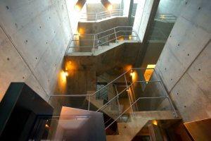 乃木坂。爽やかな光を浴びながら働く新築オフィス。