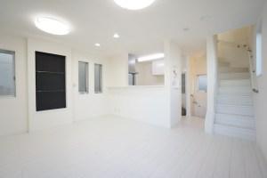 【賃料変更】渋谷区本町。白を基調とした新築戸建SOHO。