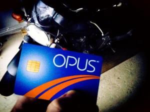 Dilem entre circuler en transport en commun (avec sa carte OPUS) ou utiliser sa moto