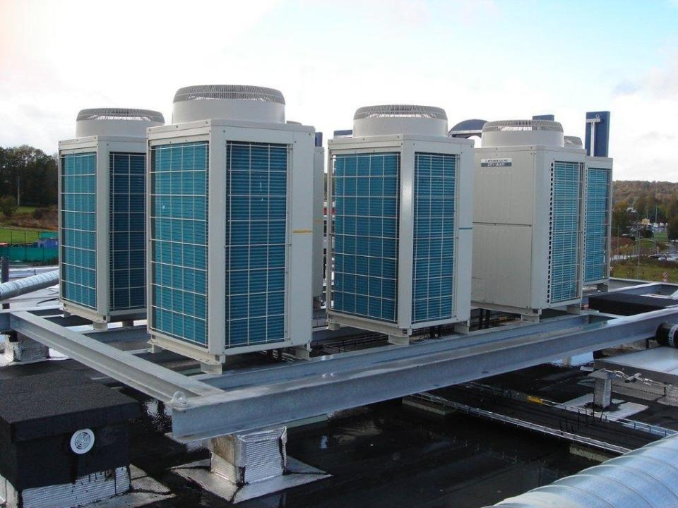Groupe exterieur de climatisation réversible pour les chambres d'un hotel