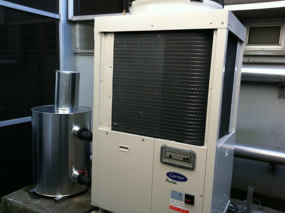 Groupe de production d'eau glacée pour climatisation de bureaux