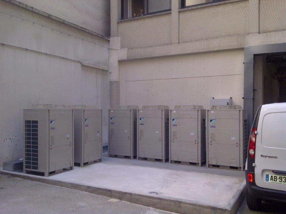 Groupes de climatisation exterieur réversibles pour un ensemble de bureaux