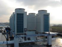 Groupes exterieur de climatisation d'un ensemble de bureaux