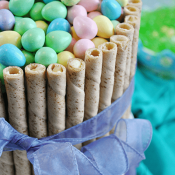This #Easter Basket #Cake comes together in less than 30 minutes and will be a sure show stopper at your Easter festivities!