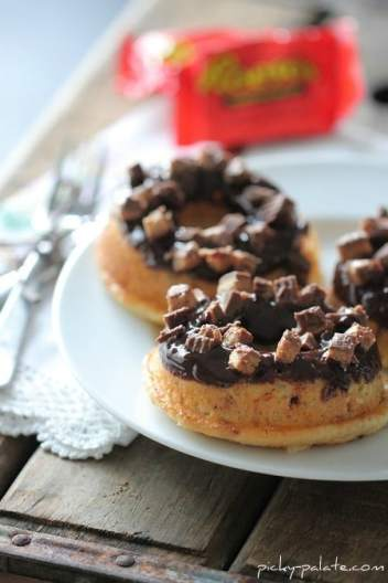 Baked-Reeses-Peanut-Butter-Cup-Donut