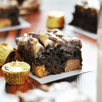 Peanut Butter Hot Fudge Reese's Brownies | www.somethingswanky.com