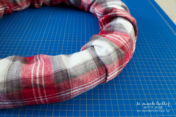 Christmas / Plaid PJs to wreath | somuchbetterwithage.com