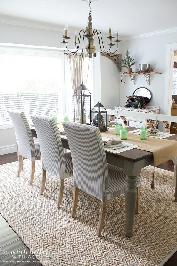 Christmas dining room | somuchbetterwithage.com
