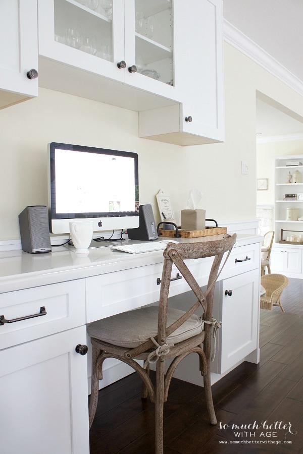 French white kitchen | somuchbetterwithage.com