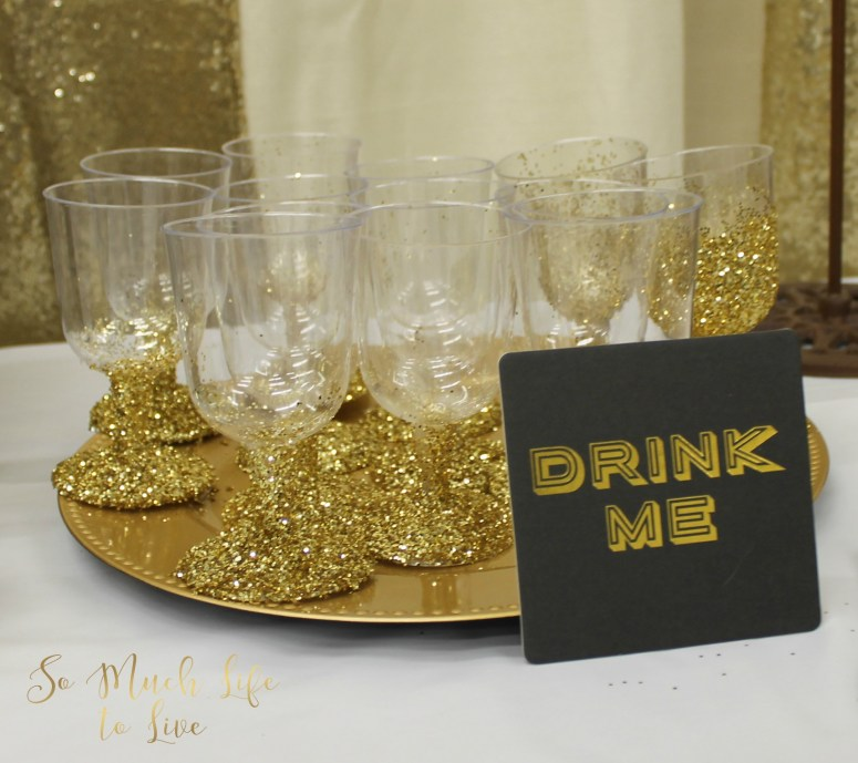 gold-party-decorations-diy-glitter-champagne-glass