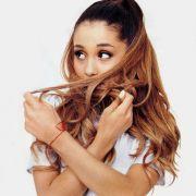Ariana-Grande-picsdoor-2