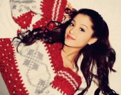 ariana_grande_christmas_sweater