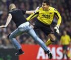 Video: Se mete a la cancha y lo agarran a patadas en el Ajax vs AZ Alkmaar
