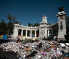 Image: Rubbish is piled up next to the monument of Mexico's late President Benito Juarez in Mexico City