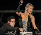 Atrévete a mirar el horrible, horrible debut de Paris Hilton como DJ