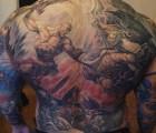 Se tatúa escena de God of War en la espalda