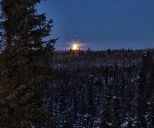 Jupiter_y_la_luna_en_Alaska