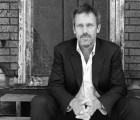 Hugh Laurie compartirá su música en un programa especial