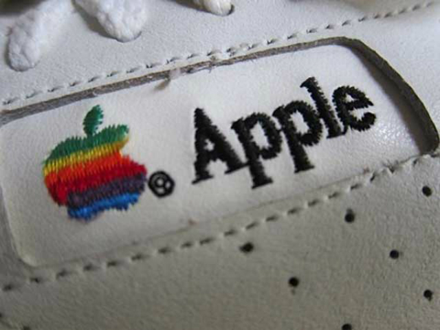 applesneakers-2