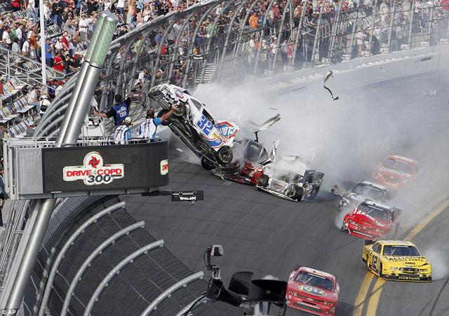 Accidente-NASCAR-Daytona-3