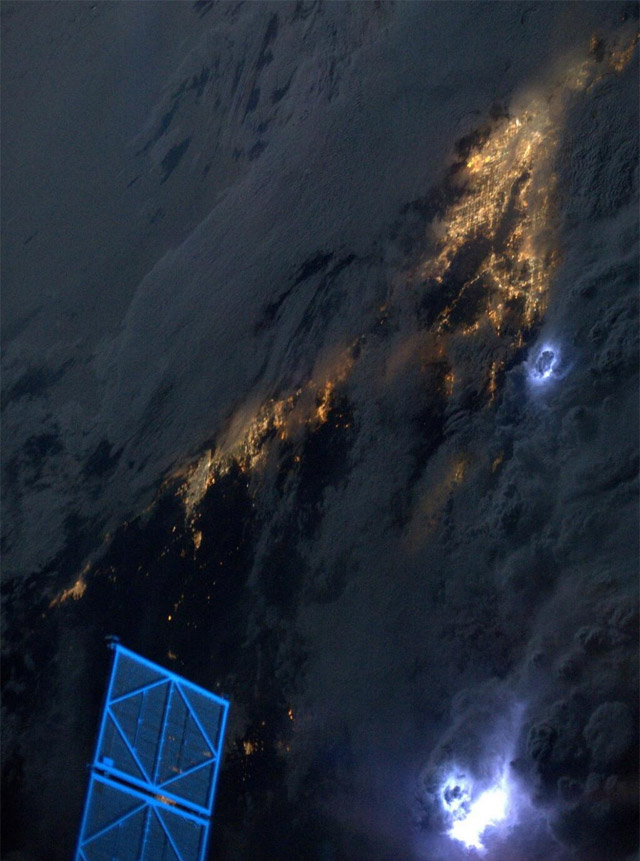 Tormenta-electrica-desde-el-espacio-07