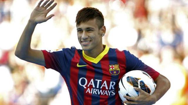 Castigarán a Neymar... ¿por firmar autógrafos?
