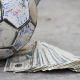La vida detrás de la fortuna de los dueños del balón en Europa