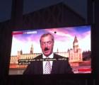 """EpicFail: Falla técnica coloca """"bigote de Hitler"""" a político inglés"""