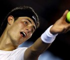 Bernard Tomic cambió su raqueta por unas amigas
