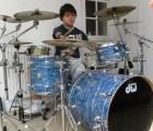 Conoce a Cornel Hrisca-Munn, el baterista sin brazos