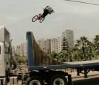 Video: Impresionantes acrobacias en BMX realizadas en rampa en movimiento