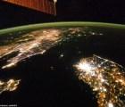 Una imagen desde el espacio muestra a Corea del Norte sumida en la oscuridad