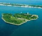 ¿Con dinero extra? Puedes comprar una isla embrujada en Italia