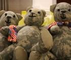 Madre creó osos de peluche con el uniforme de guerra de su hijo