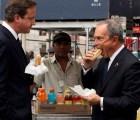 """Cachan al primer ministro británico hablando del """"ronroneo"""" de la Reina Isabel II"""