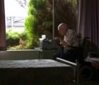 Paul Smith, el artista con parálisis cerebral que pintaba usando una máquina de escribir
