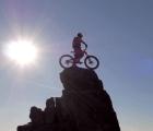 """Danny Macaskill domina la montaña como pocos ciclistas en """"The Ridge"""""""