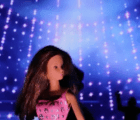"Una noche #YOLO de Barbie en el nuevo video de Showtek para ""Wasting Our Lives (WLTP)"""