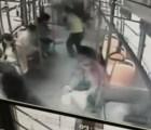 WTF?!?! Va en el autobús y se le incendia el teléfono celular