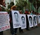 Padres de normalistas protestarán esta Nochebuena en Los Pinos