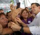 Y en la imagen del día: EPN atiende demanda... de selfies