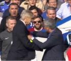 Video: El empujón de Arsene Wenger a Jose Mourinho (+ memes)